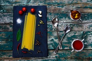 Pasta, olive oil, tomato sauce, spi
