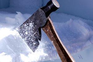 Breaking the ice (RAW + JPG)