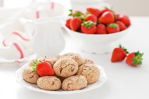 Oat bran, coconut and strawberry cookies