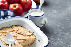 Apples Clafoutis pie (Flognarde)