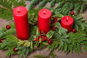Red holiday candle centerpiece