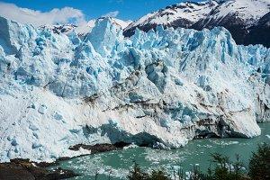 moreno glacier in patagonia argentin