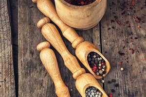 peppercorn in wooden spoons