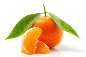 Tangerine with leaves and slices
