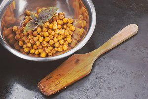 Spiced chickpeas and spatula