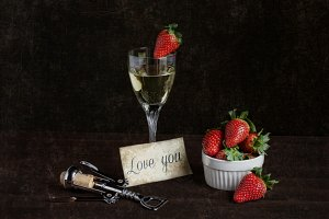 wine with strawberries