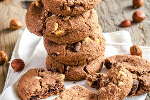 Dark chocolate and hazelnut cookies