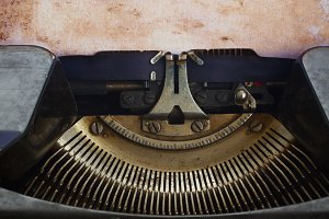 typewriter with blank page