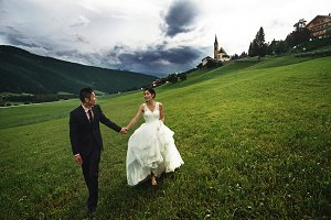 Happy newlyweds in Italy