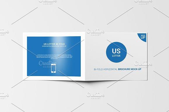 Download Bifold Horinzontal Brochure Mock-Up