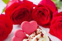 Valentine cupcake and roses