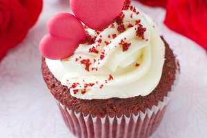 Valentine cupcake and roses