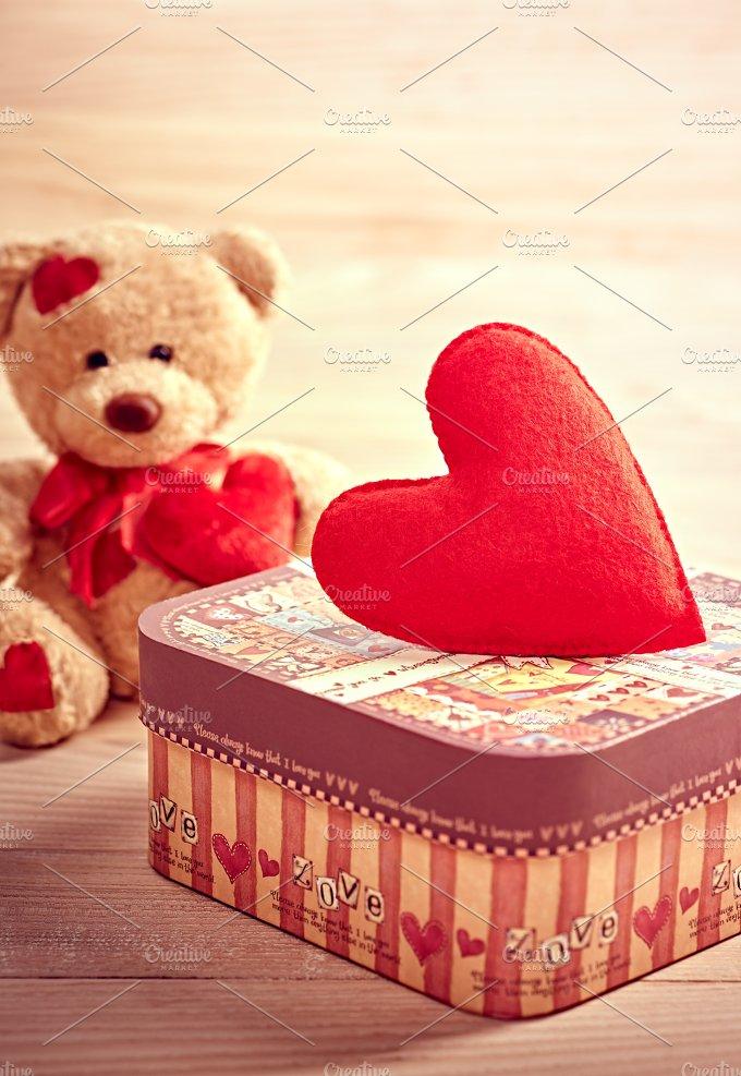 Valentines Day. Teddy Bear Love. Alone, waiting - Arts & Entertainment
