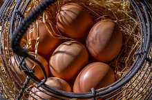 Basket with eggs (I)