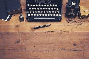 Retro writers desk hero header