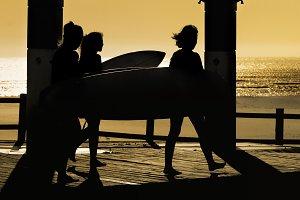 surfers women  walking in footpath