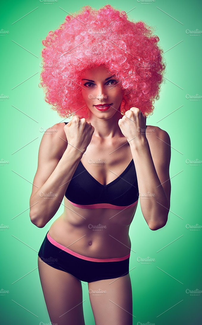 Beauty fashion. Fitness woman smiling, athletic body, afro - Beauty & Fashion