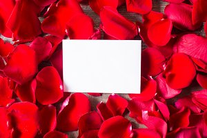 Note and petals