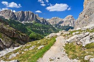 Dolomiti - footpath in Val Badia