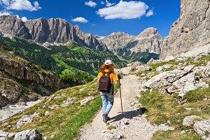Dolomiti - hiker in Badia Valley