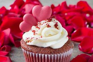 Valentine cupcake and petals