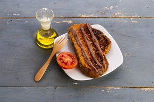 Toast and anchovies (3)