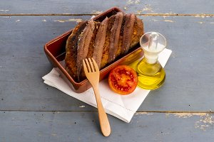 Toast and anchovies (6)
