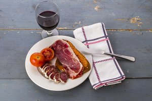 Toast and cured meats (1)