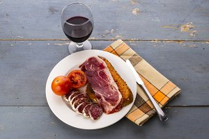 Toast and cured meats (2)