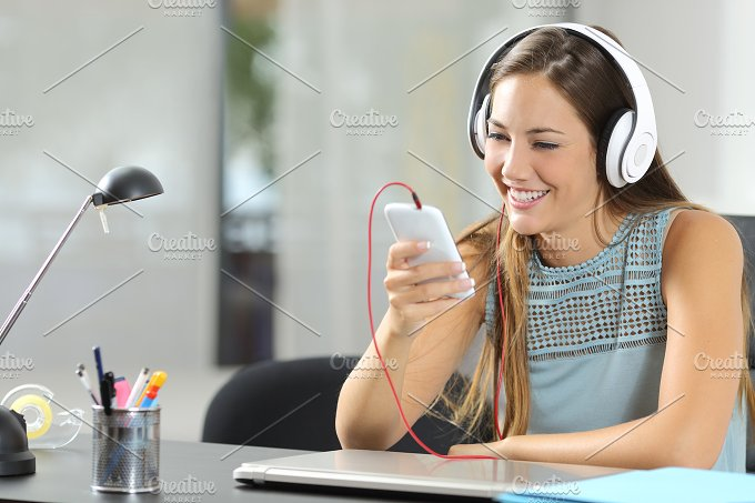 Girl listening music with smartphone and headphones.jpg - Technology