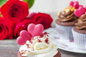 Valentine cupcakes and roses