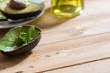Avocado and ettuce salad