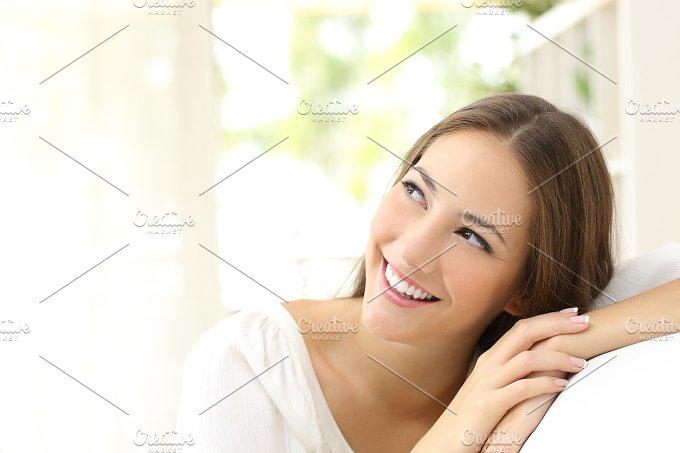 Beauty confident woman looking sideways.jpg - Beauty & Fashion