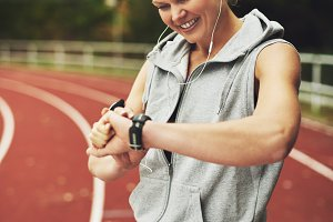 Fit woman with a puls watch