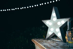 White star lamp with light bulbs