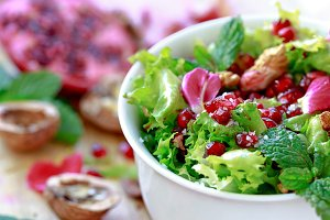 Curly endive salad with pomegranate