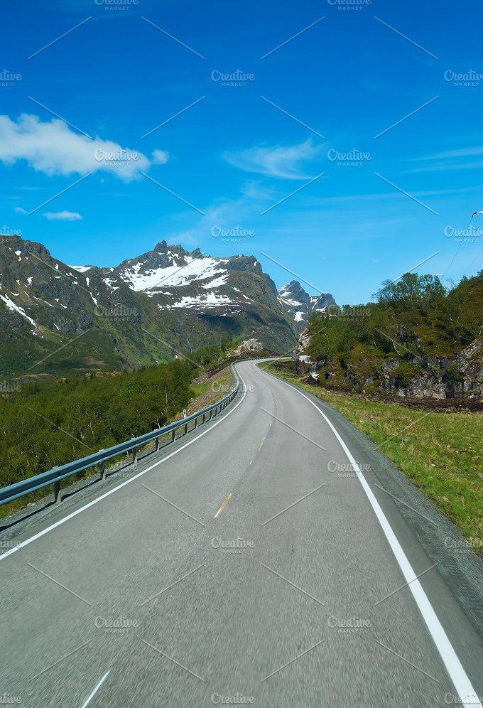 Grey road on Norvegian mountains in sunny clear day.jpg - Photos