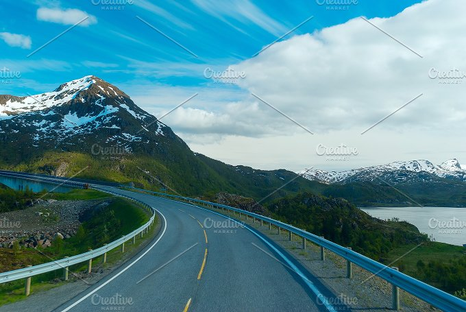 Road to Norvegian mountains in sunny summer day.jpg - Photos