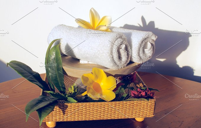 Towels and flowers frangipani.jpg - Photos