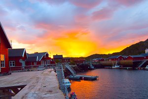 Sunrise on the Norwegian island Skrova.jpg