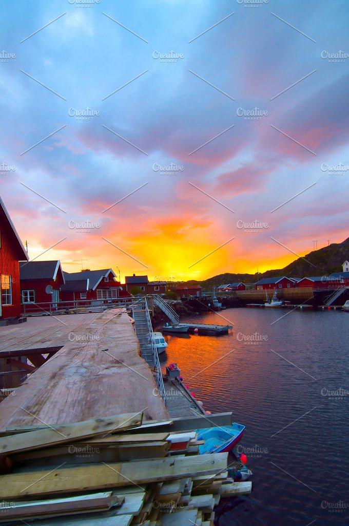 Sunrise on the Norwegian island Skrova.jpg - Nature