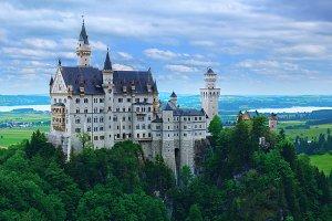 Neuschwanstein castle  in Bavarian Alps.jpg