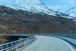 Bridge on the road in Norvegian mountains.jpg