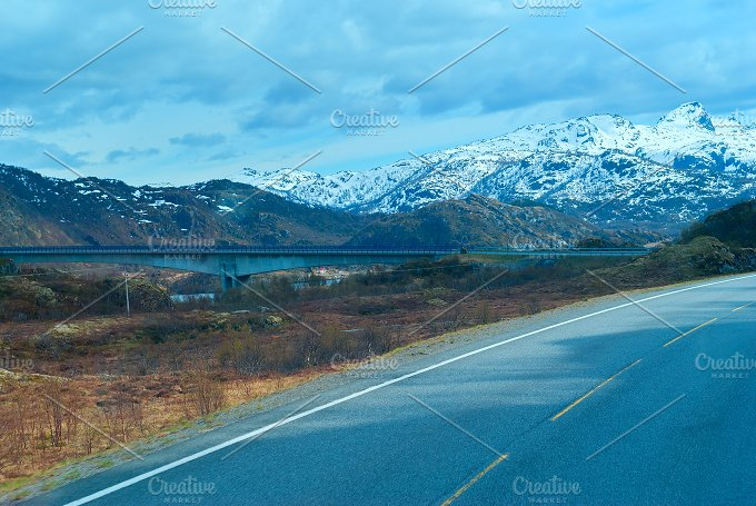 Bridge on the Norwegian road in the mountains.jpg - Photos