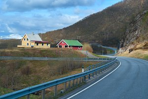 Houses near the road in the Norwegian mountains.jpg