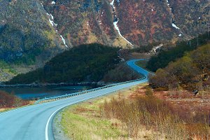 Asphalt road in Norvegian green mountains.jpg