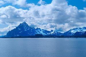 Coatline of Lofoten in Norway.jpg