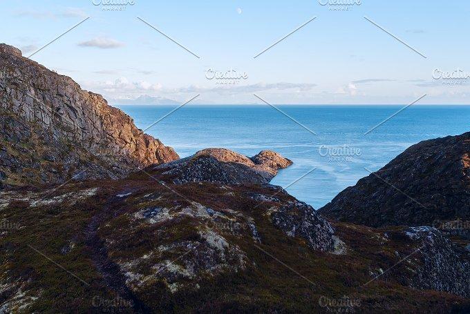 Top of the mountain on island Skrova on the Lofoten.jpg - Nature
