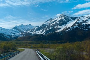 Asphalt road to Norwegian mountains.jpg
