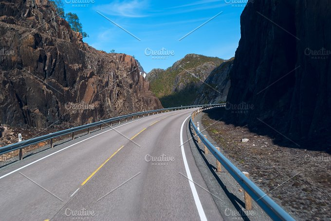 Asphalt road on Norvegian mountains in clear day.jpg - Transportation